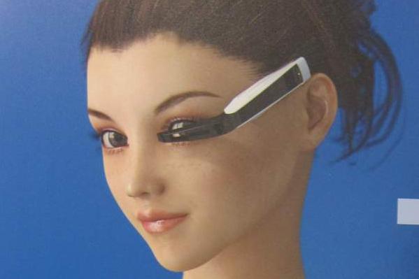 Bild von einer Frau mit VR-Brille.