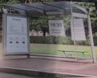 eInk Poster an einer Bushaltestelle