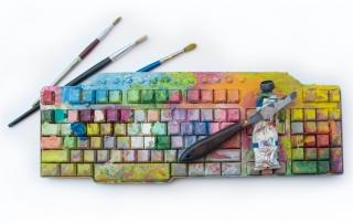 Farbig bemalte Tastatur
